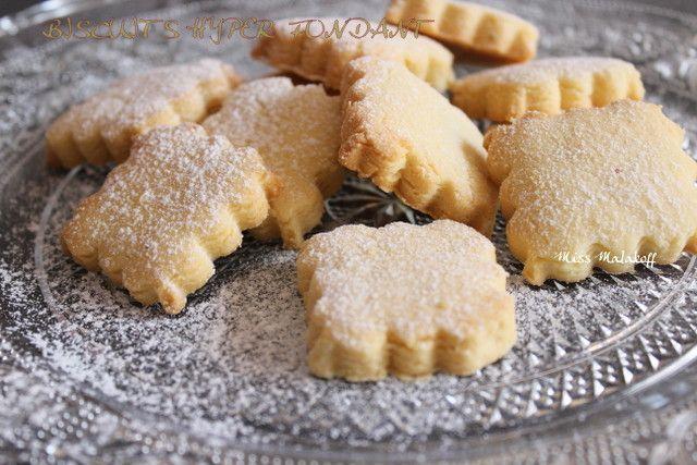 BISCUIT HYPER FONDANT AU CITRON ,Vous pouvez garnir ces biscuits avec du lemon curd, pour accentuer le goût du citron qui reste ici discret (à mon gout),vous pouvez aussi changer la forme des biscuits faire des formes rondes ou autres ... Vous n'êtes pas fan du citron? pas grave! vous pouvez remplacer le citron par de la vanille pour parfumer vos biscuits .