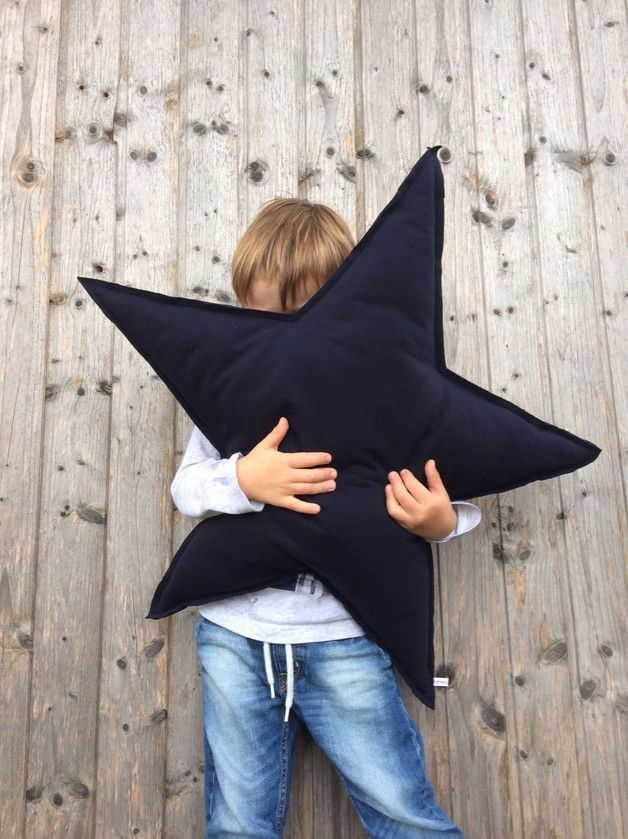 Kuscheliges Kissen in Form eines Sterns, perfekt als Sitzkissen oder zum Kuscheln beim Einschlafen / soft cushion shaped like a star made by Zippelzwerg via DaWanda.com
