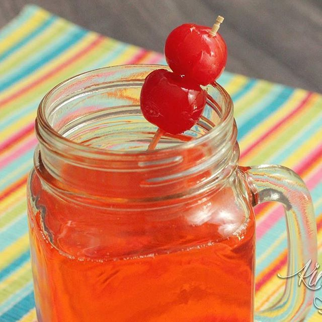 Kids love their own #cocktails! #ShirleyTemples are the perfect alcohol free treat for kids.. and the recipe is so flexible and versatile. Here are FIVE different takes on this classic #mocktail: http://kimsixfoodiefix.com/5-ways-to-make-shirley-temples-kiddie-cocktails/ #BusyMomRecipes⠀ ⠀ #mocktails #kiddiecocktail #shirleytemple #beverage #Cherry #cherries #recipe #foodie #yum #sweetreat #busymom #kidfriendly #kidfriendlyfood #drinks #summertreat #summerready #maraschinocherry…