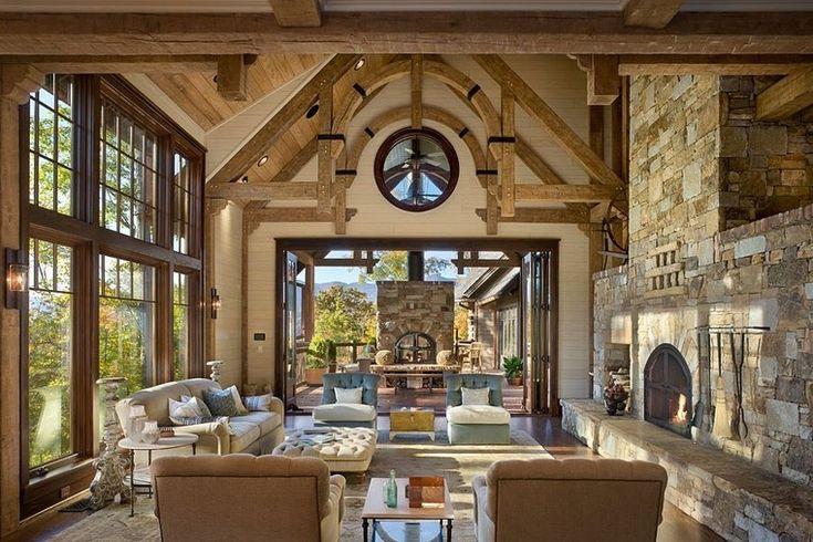 caminetto-rustico-pietra-soggiorno-mobili-ampie-finestre-casa-montagna