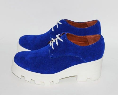 Обувь Ярко-синие замшевые туфли на белой тракторной подошве