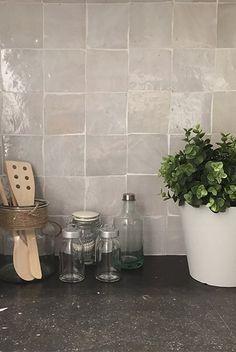Witte zelliges keuken impermo zellige wandtegel accentmuur keukentegel tegels keuken - Donker mozaieken badkamer ...