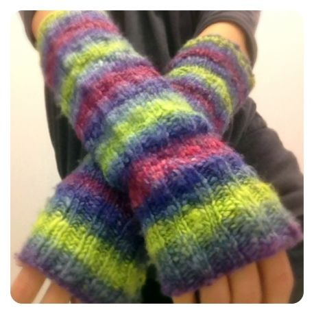 Knitting Patterns For Beginners Arm Warmers : 25 best images about Knit for HANDS on Pinterest Free pattern, Wrist warmer...