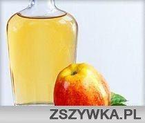 Zobacz zdjęcie Ocet jabłkowy Płukanka do włosów Zamiast szamponu używamy papki przygotowanej z sody rozrobionej z wodą. Odżywkę zastępujemy płukanką z octu jabłkowego. 2 łyżeczki octu wystarczy dodać do 250 ml wody. Wystarczy stosować co drugi dzień. Tonik Ocet jabłkowy łagodzi stany zapalne. Wystarczy nanieść kilka kropli na wacik i przemyć strefę T. Maseczka Dla cery suchej: 2 łyżeczki miodu wymieszaj z łyżeczką octu jabłkowego. Nałóż na twarz na 20 min. Kompresy przeciw zmarszczkom 5…