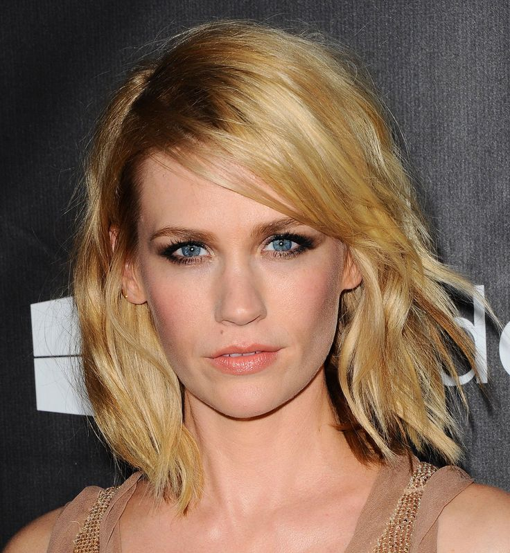 Le carré ondulé flou de January Jones