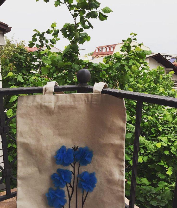 Hayırlı sabahlar. Huzurlu, sağlıklı bir hafta olsun hepimiz için. Ağaçlar yeşillenmiş,çantalarımız çiçeklenmiş renk renk çiçek çiçek çantalar sizleri bekliyor �� Sizde isterseniz sipariş için Dm den ulaşabilirsiniz #clutch#amigurumi#oyuncak#çanta#knitting#elişi#handmade#wayuu#10marifet#hobiseverlerburada#hobinisat#hediye#örgüçanta#supla#crochetpage#battaniye#crochet#tığişi#orgu#kırlent#yastık#crochetaddict #sepet#vscoelisi#harf#craftastherapy#wayuubags#canvas#bezçanta…