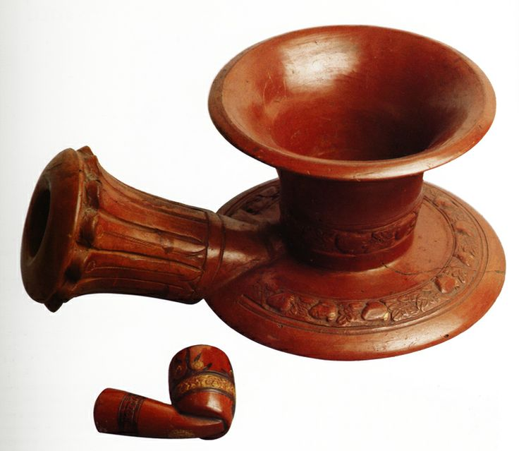 Tophane ware. Two rare example of pipes the İstanbul Municipal Museum. The smaller one is normal-sized while the other measures 15 cms high and is from Rumelihisarı. It coulud be smoked by more than one person