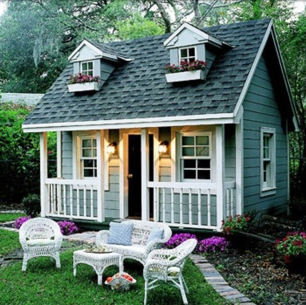 Playhouse, had one almost exactly like it growing up... So much fun for little girls!