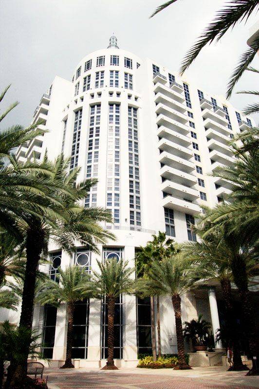 """Miami has a surprisingly huge number of classic art deco buildings.... They all have a distinct Miami spin on them, so some like to even divide Deco into """"Art Deco"""" and """"Miami Deco"""".... I think they're all awesome."""