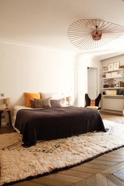 Chambre chez Caroline Gayral, #thesocialitefamily #constanceguisset #petitefriture tapis berbere chez Fragment Paris.