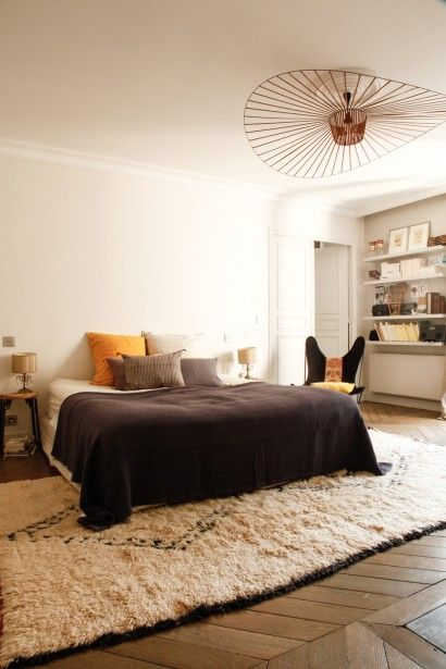 caroline gayral paris apartment 13 tapis sous le lit d co chambre pinterest carpets. Black Bedroom Furniture Sets. Home Design Ideas