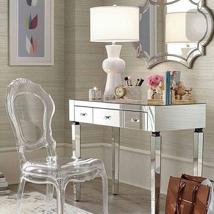 Bom dia!! Cantinho espelhado e lindo!! #penteadeira #decor #decoração #organizesemfrescuras