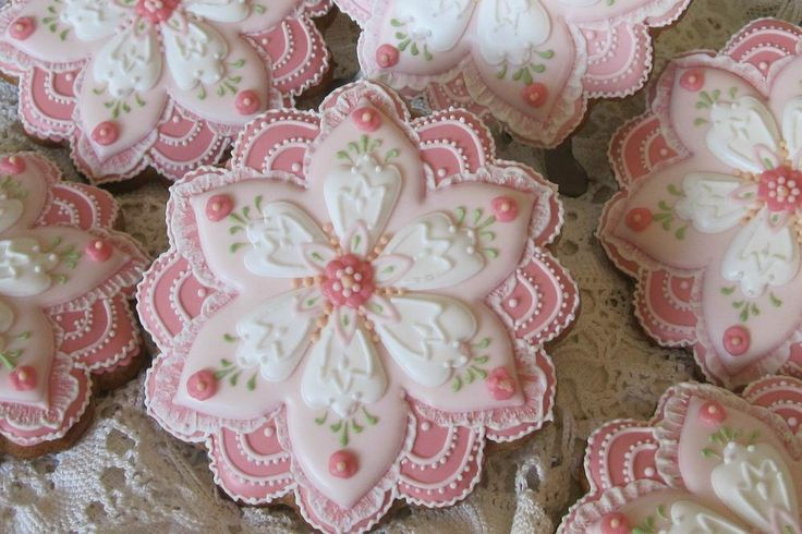 Stunning beauties, perfect for Mother's Day. Dimensional flowers in pink by the very talented Teri Pringle Wood, posted on Cookie Connection