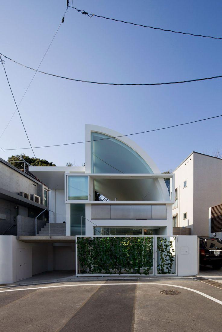 Shigeru Ban Architects  http://www.shigerubanarchitects.com/SBA_WORKS/SBA_HOUSES/SBA_HOUSES_42/SBA_HOUSES_42.html