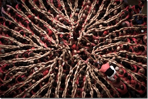 """Stunning Aerial Shots of """"The Human Tower Competition """"in Tarragona, Spain by David Oliete"""