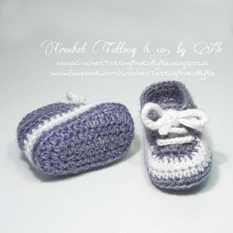 Buongiorno uncinettine!   Oggi voglio presentarvi l'ultimo modello di scarpine che ho creato.   Un grazioso paio di scarpe da ginnastica a ...