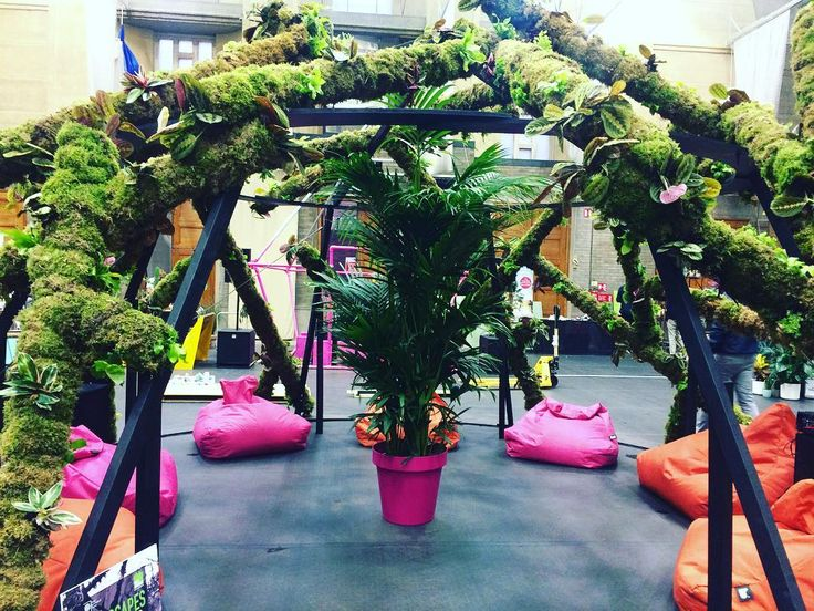 Sneak peak of some of the pretty things you can see at @the_rhs Urban Flower Show in the Lawrence Hall this week! #eventprofs #flowershow #londonvenue #londonevents