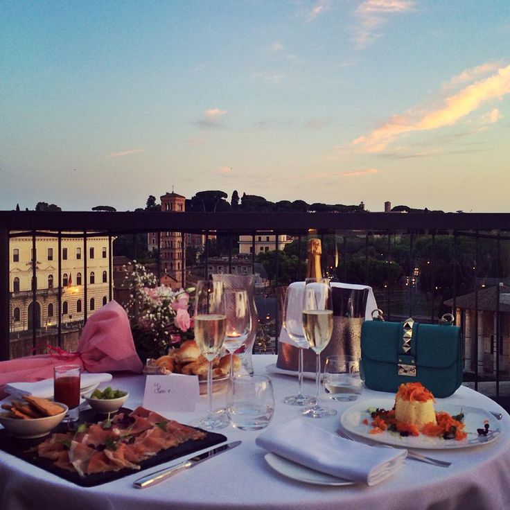 """Cosa prendete? Un tramonto per due, vista #Roma@_photivity_ @hotel47 #fortysevenhotel #luxuryhotel #hotel47 #vacanzeromane #florasrunway"""