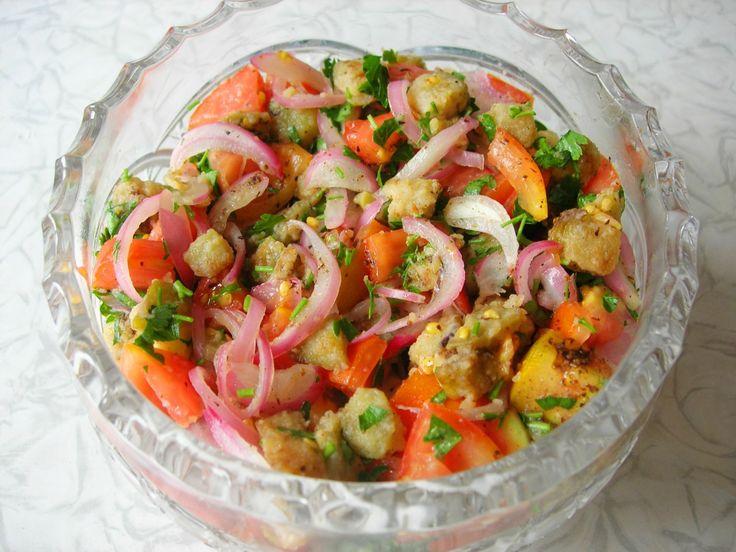Предлагаю вариант летнего салата. Готовится такой салат достаточно просто и быстро, однако способ приготовления салата не совсем обычен. В данном салате не используется заправка, но вкус его настолько…