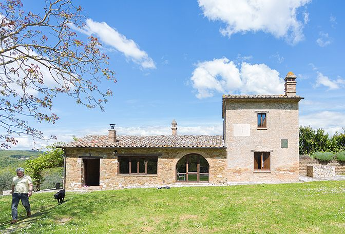 Umbria, Italy, Villa Oliva is an elegantly appointed rental where guests can drink in the beauty of Umbria (and maybe some Italian wine, as well!) The property is made up of a large 18th century manor house and smaller farm house, all sequestered within a 40 acre olive grove  The 3 story manor house has 5 bedrooms and ...
