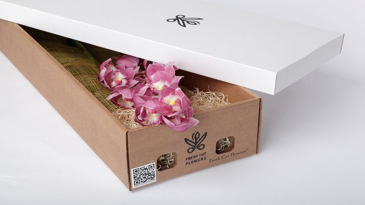 Орхидеи в подарочной коробке.  Сиреневые орхидеи. Цветы и подарки. Коробки с живыми цветами. Онлайн заказ. Доставка цветов и подарков.