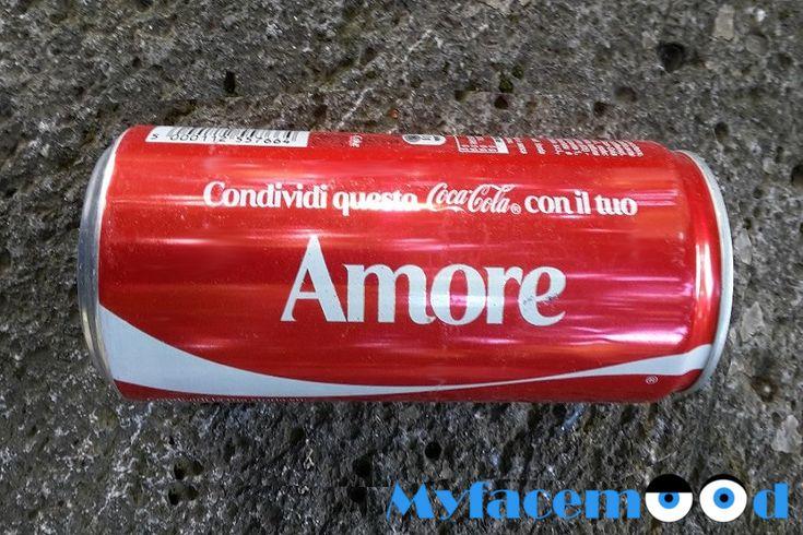 """La Coca Cola può far #Innamorare? Certo che si! Ma in che modo?   L'idea è stata quella di posizionare un distributore automatico di bottigliette di #CocaCola con il tappo avvitato in modalità """"super forte""""!   Ecco cosa si sono inventati gli ideatori dello scherzo in """"Coca Cola about #Love"""" 💘❤💘  Leggi tutto e guarda il video completo qui:"""