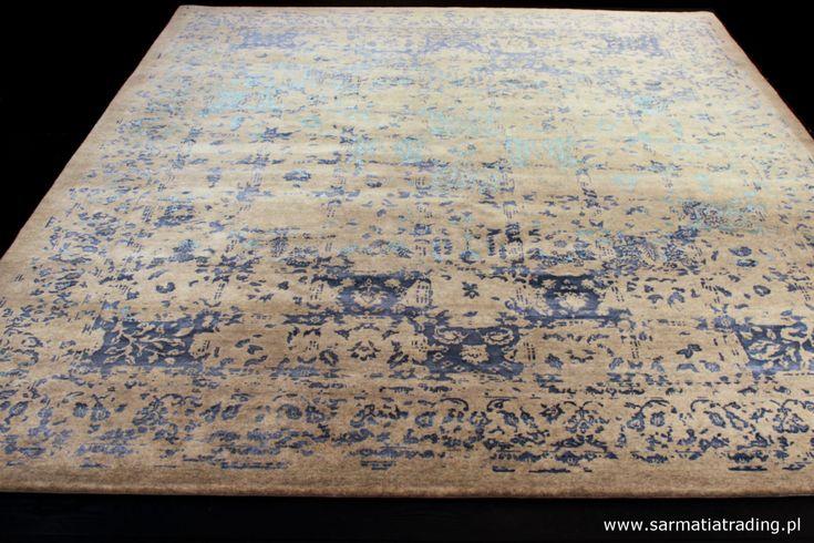Ekskluzywny dywan designerski z kolekcji Onyx. Ręcznie utkany z wełny owiec wysokogórskich (highland wool), jedwabiu i włókna bambusowego. http://www.sarmatiatrading.pl/sklep/dywany-nowoczesne/volcano-cloud-onyx-collection/