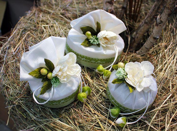 Bomboniere bianche e verdi con fiori RDM design.