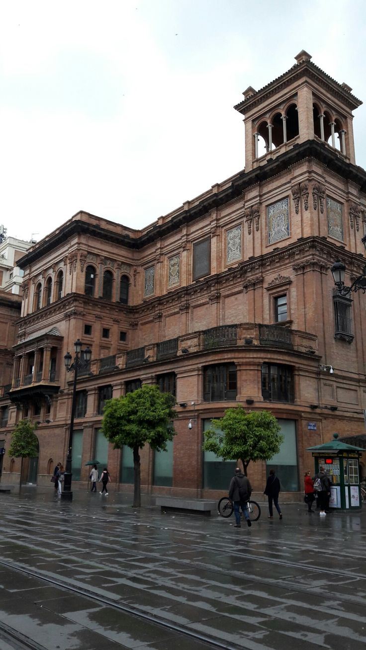 Sevilla. Antiguo teatro Coliseo. Obra de Anibal González.