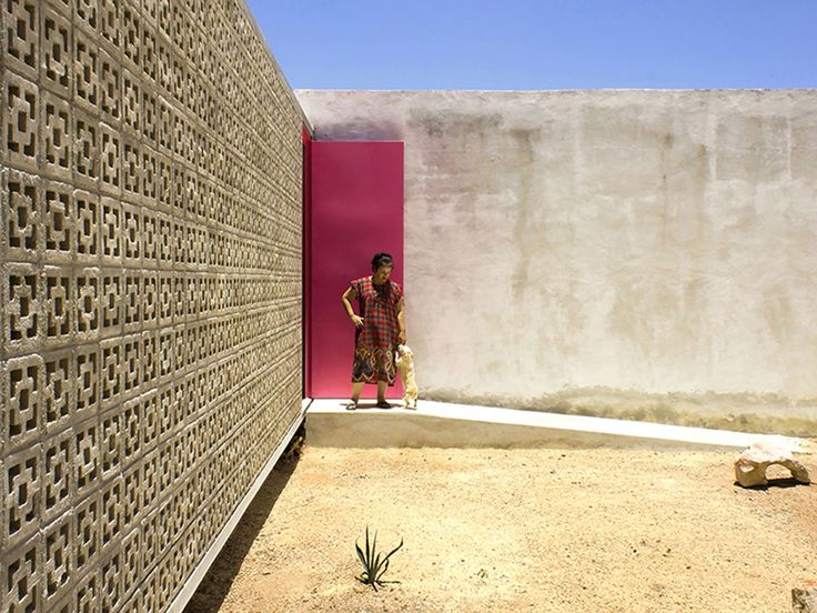 """The """"Casa Gabriela"""" is a single-detached dwelling located in a zone in process of urban development in the southern Mexican city of Merida."""