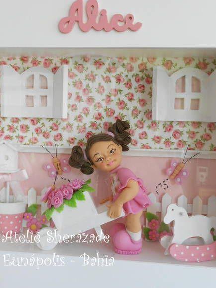 Porta de Maternidade - Alice no Jardim  quadro fechado com acrílico. Nome recortado em mdf, miniaturas em Biscuit e Mdf. Fundo com aplicação de tecido. tamanho 32x40cm R$ 250,00