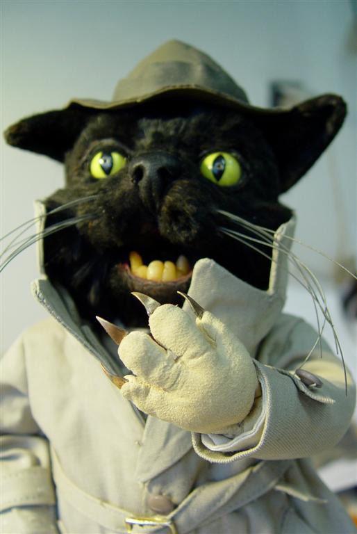 loutka kočky z filmu Na půdě