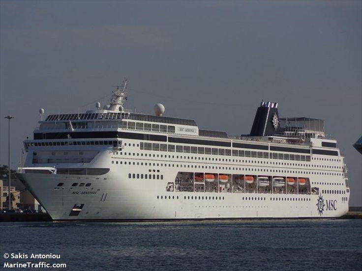 Το MSC Armonia πλευρισμένο στον Πειραιά. 08/04/2014.