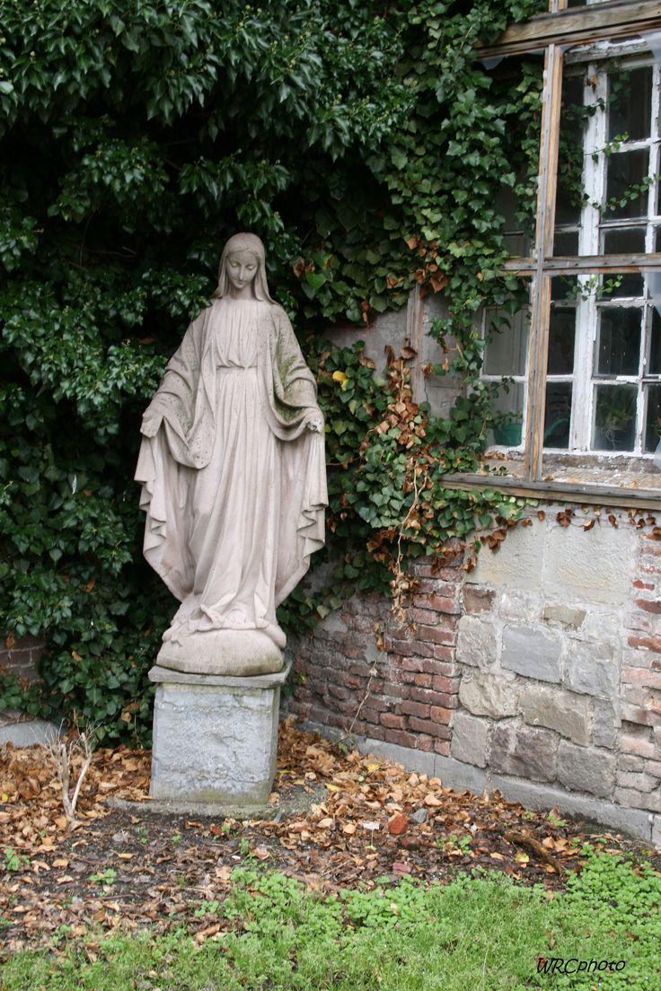"""La Vierge de l'abbaye de """"Bonne Espérance"""", Binche, Belgique."""