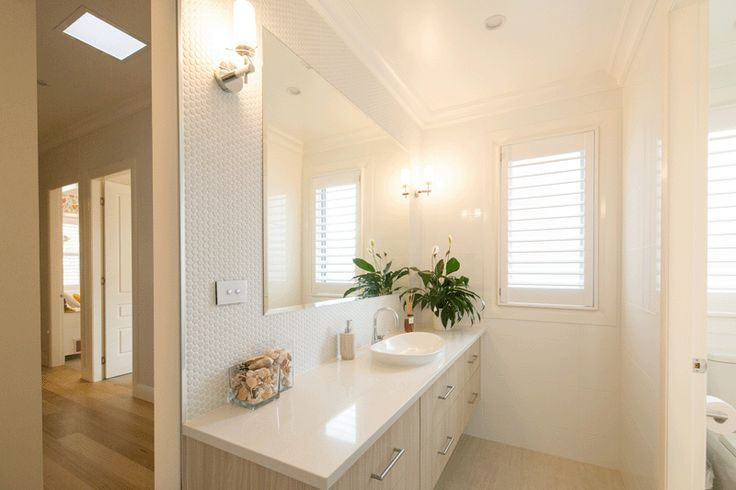 #whitebathroom #modern #Australianhomes #iconobuildingdesign