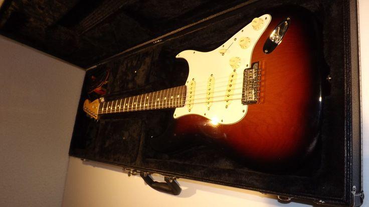 2016 Fender American Standard Stratocaster 3-Color Sunburst Rosewood FB Guitar