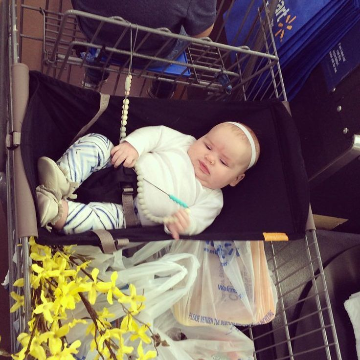 Seriously best baby invention ever! Especially if you have baby and a toddler and a butt load of groceries! And this girl is high maintenance and only prefers to be held while shopping but she actually enjoyed her hammock!! @shopbinxy #StellaBear  #binxybaby #hammocklife by @landonsmamabear