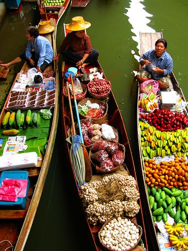 Amazing  Market on the water in ThailandTravel Photos, Food, Colors, Malaysia, Damnoen Saduak, Places, Floating Marketing, Figs Trees, Grocery Stores
