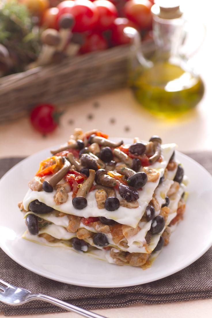 Lasagne con ragù di coniglio e funghi: porta in tavola un primo piatto da urlo! [Lasagna with rabbit ragù and chiodini mushrooms]
