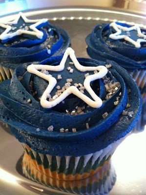 dallas cowboys cupcakes! @Heather Creswell Creswell Owsley I bet your hubby would love these!