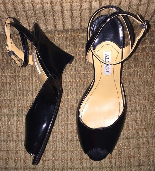 Vintage Shoes Alfani Black Shiny Open Toes Platform Heels Size 6.5M Pr – La Guanaquita's Closet