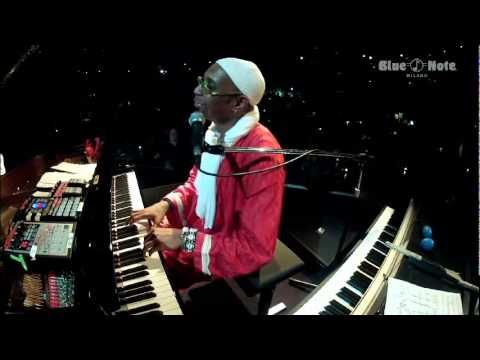 Paolo Fresu & Omar Sosa Live @ Blue Note Milano 08-03-2012. A quiet, late-night conversation.