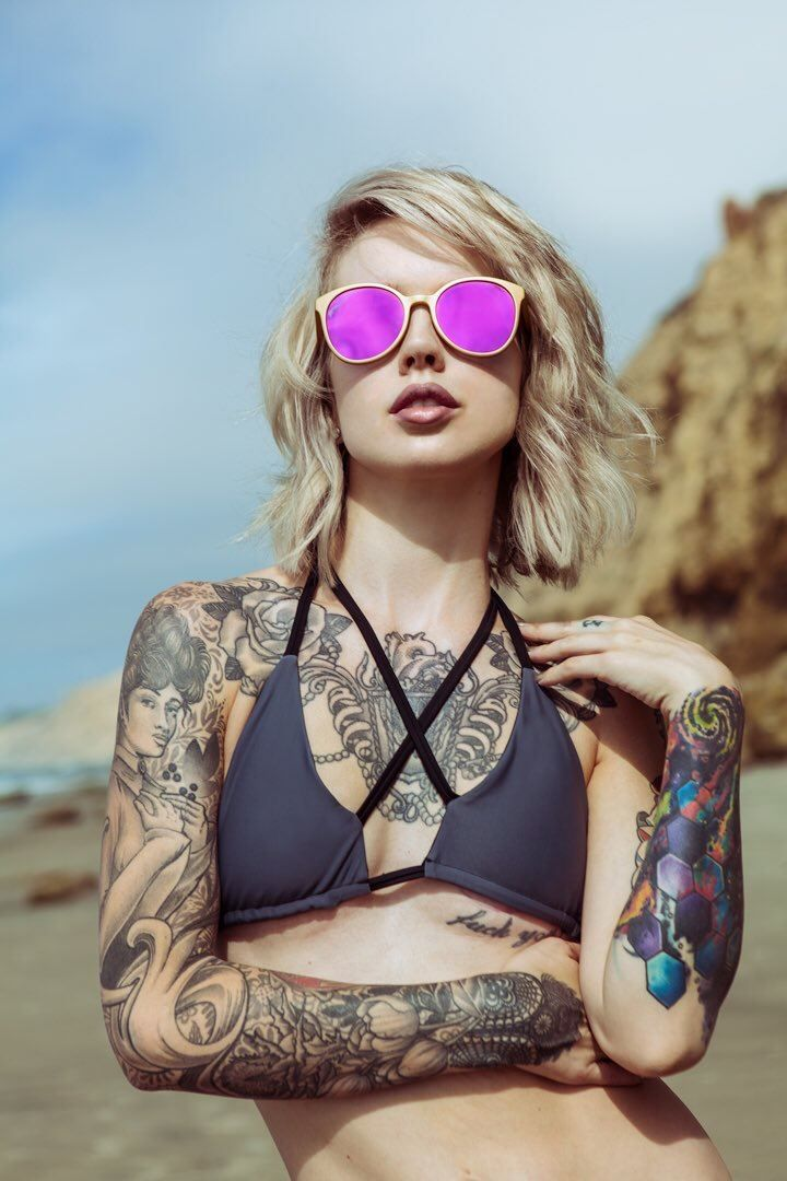 sexy-hipster-girls-with-tattoos-actors-with-facial-scars