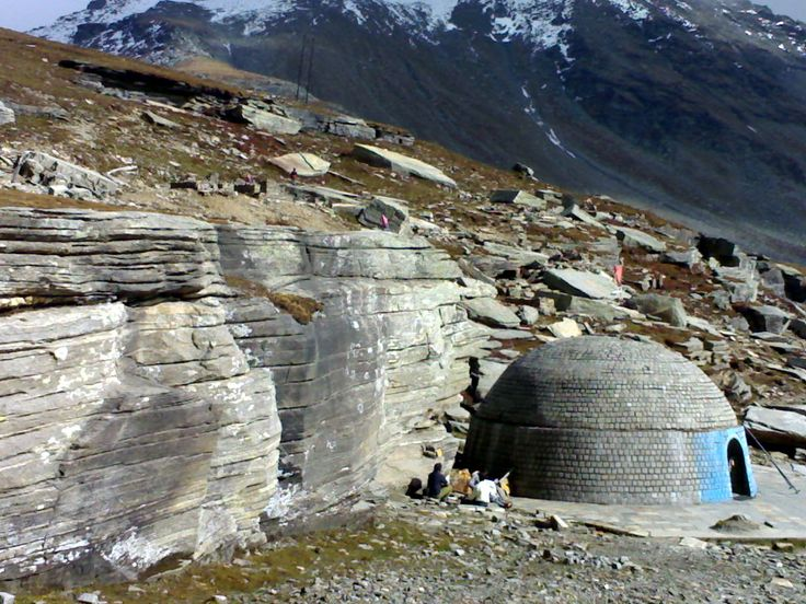 Rohtang Pass : A visit to himalaya Rohtang Pass(Himachal Pradesh, India), in Tibetan language which means pile of corpses (due to people dying in bad weather trying to cross the pass) is a high mountainon pass in the eastern Pir panjal range of the Himalayas..