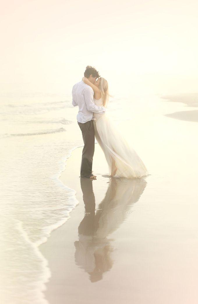 Photo Fridays   A Dreamy Sunset Beach Engagement - Glamour & Grace