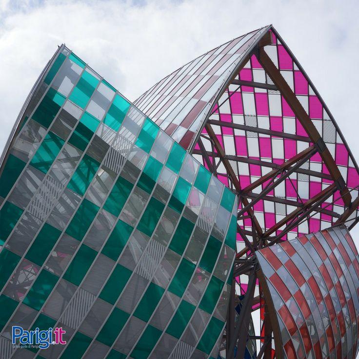 Sede della Fondazione Louis Vuitton di Parigi, realizzata dall'architetto Frank Gehry. L'edificio ospita un museo dell'arte e un centro culturale, e le sue terrazze offrono la possibilità di ammirare scorci panoramici di Parigi e la vegetazione lussureggiante del Jardin d'Acclimatation. Assolutamente da non perdere per gli amanti dell'architettura avveniristica.