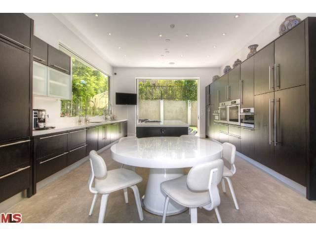 Ultra modern kitchens a collection of design ideas to try for Quirky modern kitchen