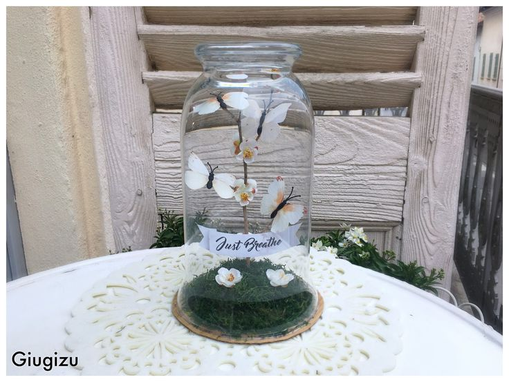How to turn a glass vase into a unique #DIY #homedecor / #centerpiece! Video #tutorial on my blog!!