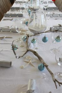 Coastal Christmas dinning table setting idea