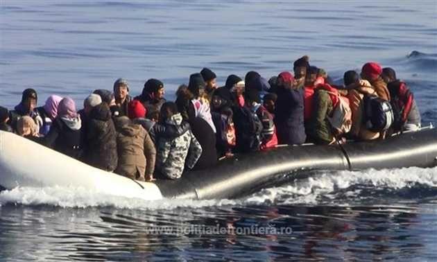 Echipajul navei maritime de patrulare MAI 1102 a Gărzii de Coastă, aflat în misiune FRONTEX în Grecia a salvat 56 de cetăteni străini care se aflau în pericol în apele Mării Egee